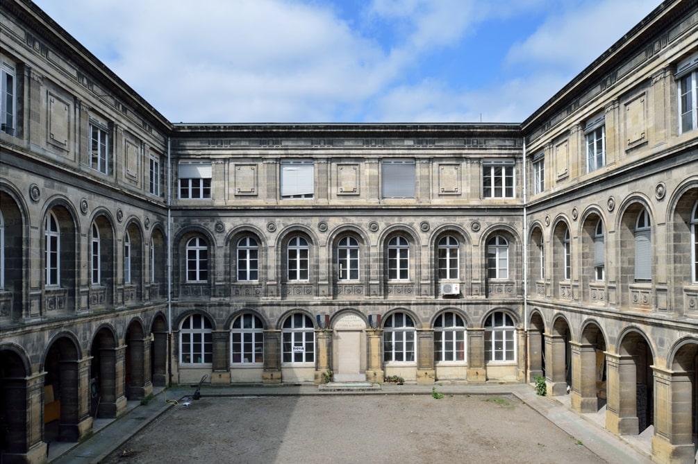 En images - cours intérieure du bâtiment Castéja