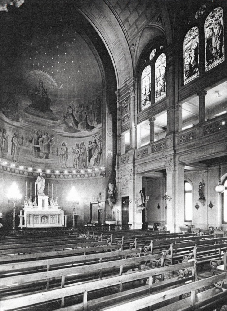 Photographie en noir et blanc de la chapelle